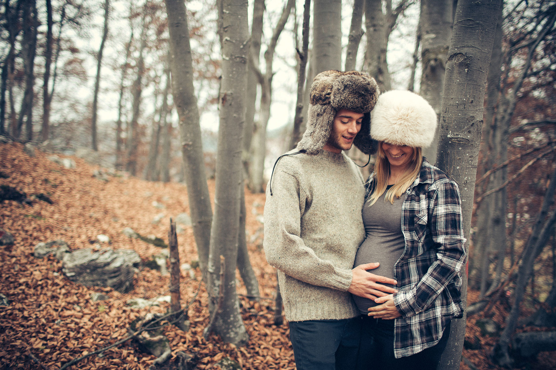 Pregnancy phtotos in the forest with Pix Around