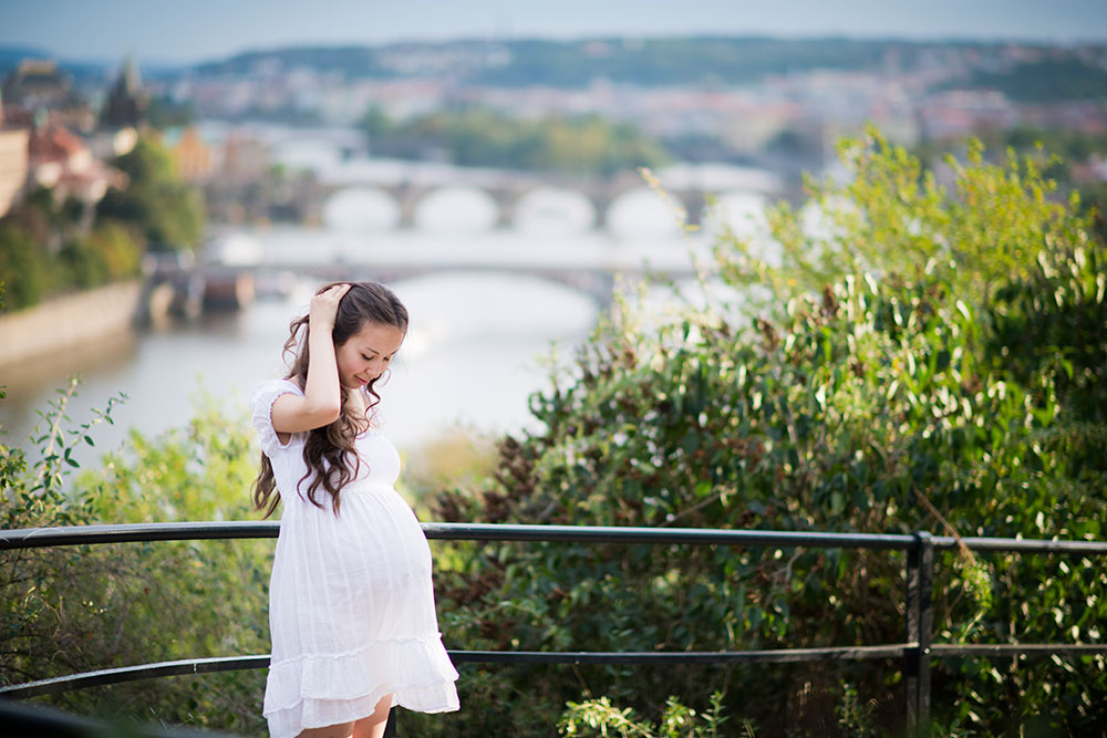 Maternity photo shoots as a gift
